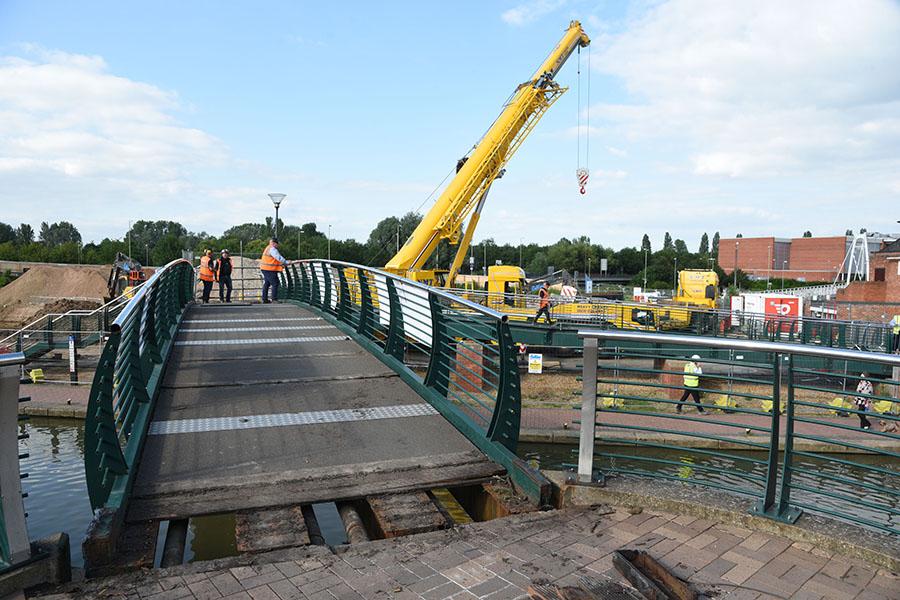 Bridge lift canal Banbury